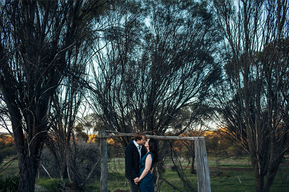 perth-country-farm-portraits-natural-candid-engagement14